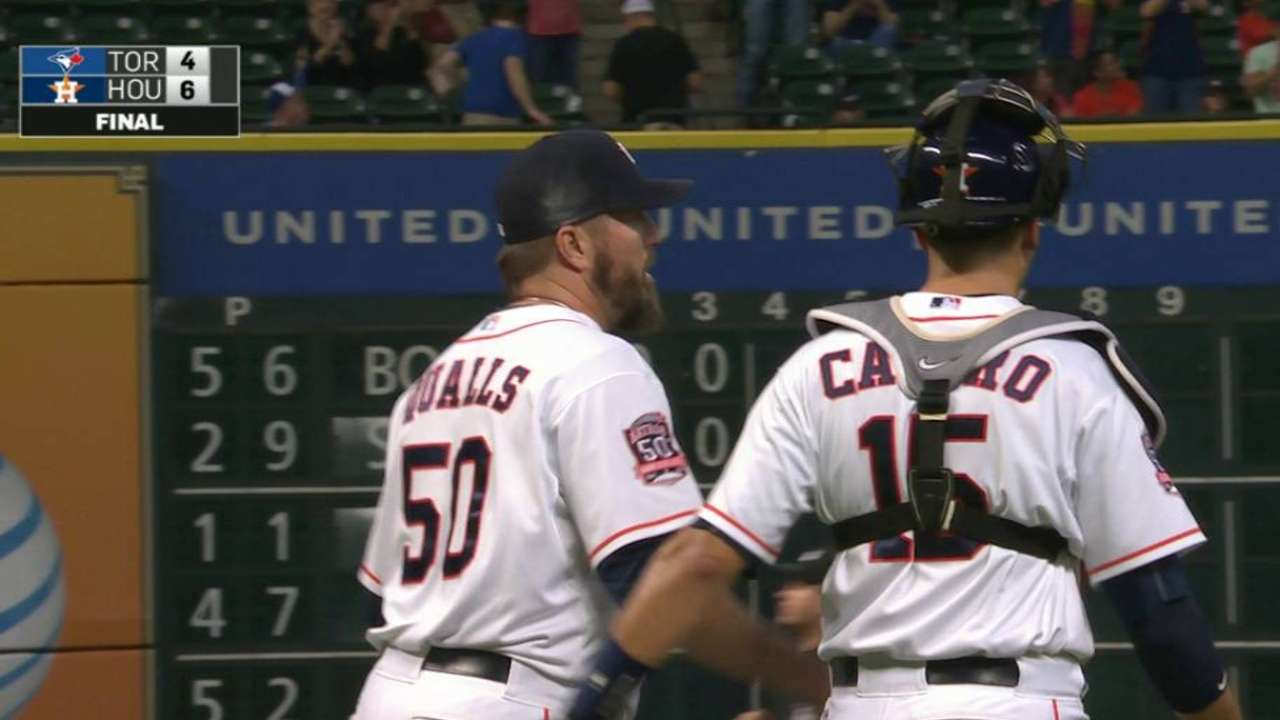 Qualls earns the save