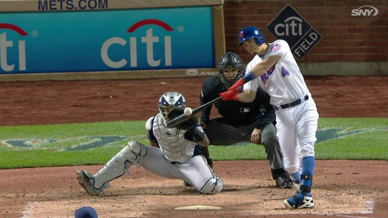 Mets stick with Flores at short despite errors