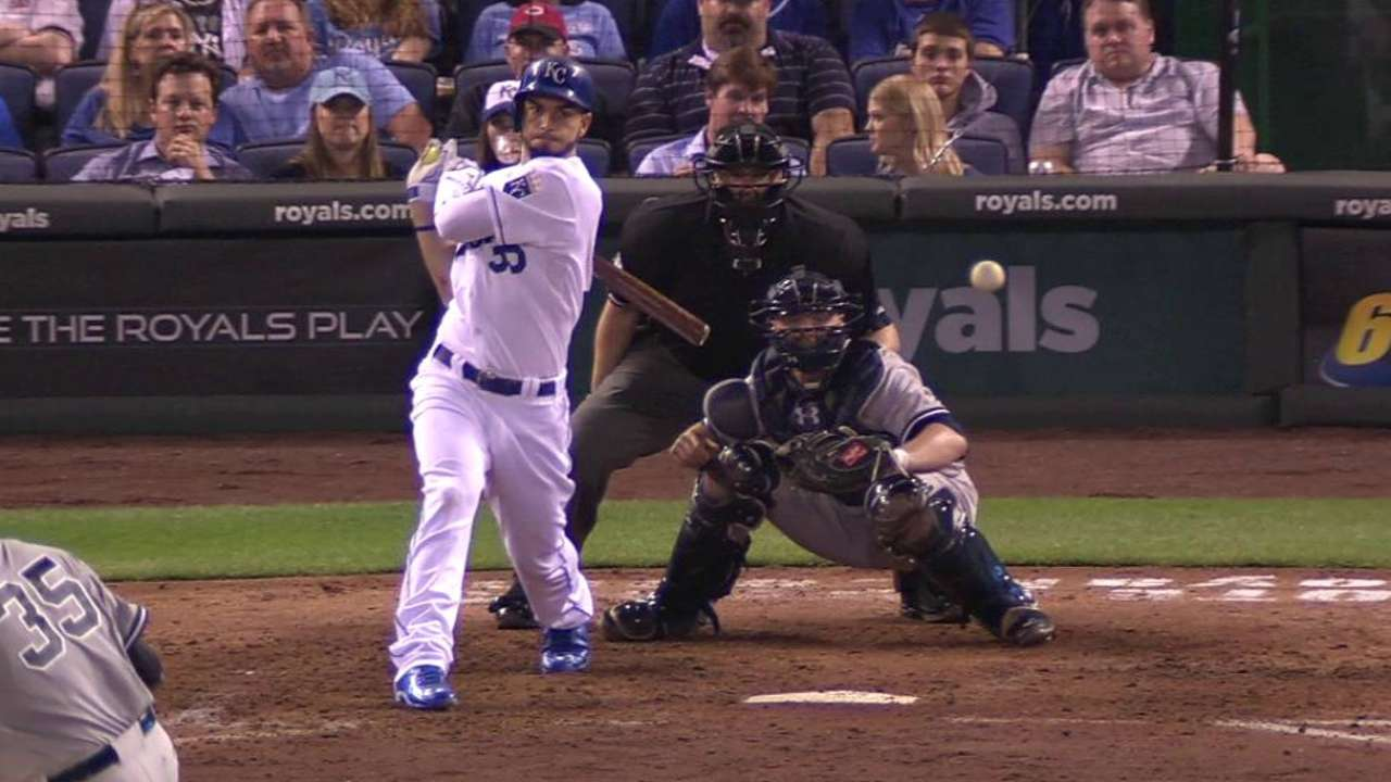 Hosmer extends hit streak