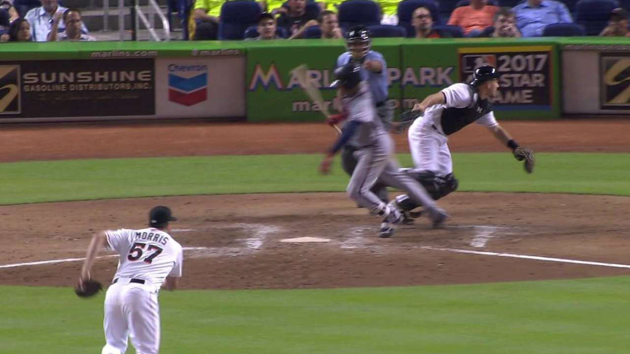 Simmons scores on wild pitch