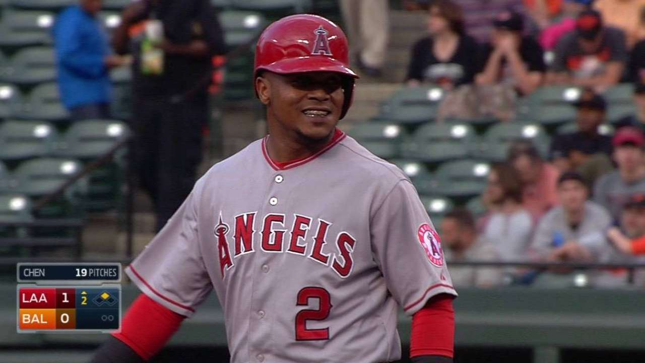 Aybar's bat heating up, contributes to Angels' win