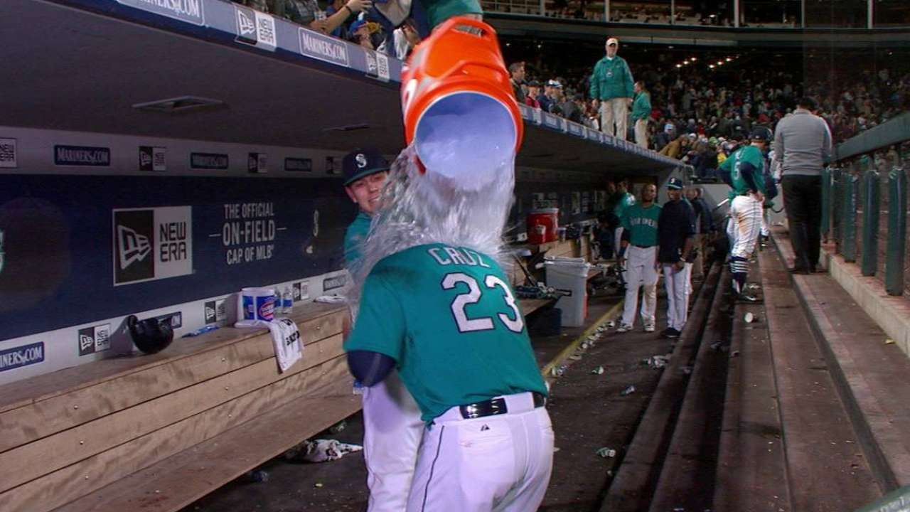 Cruz is Mariners' Mr. Clutch with walk-off