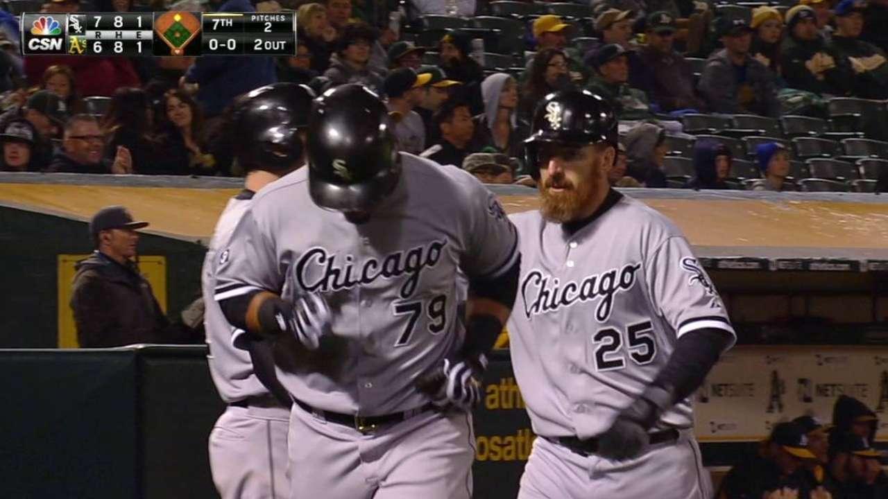 Eaton's hustle play sparks Sox comeback