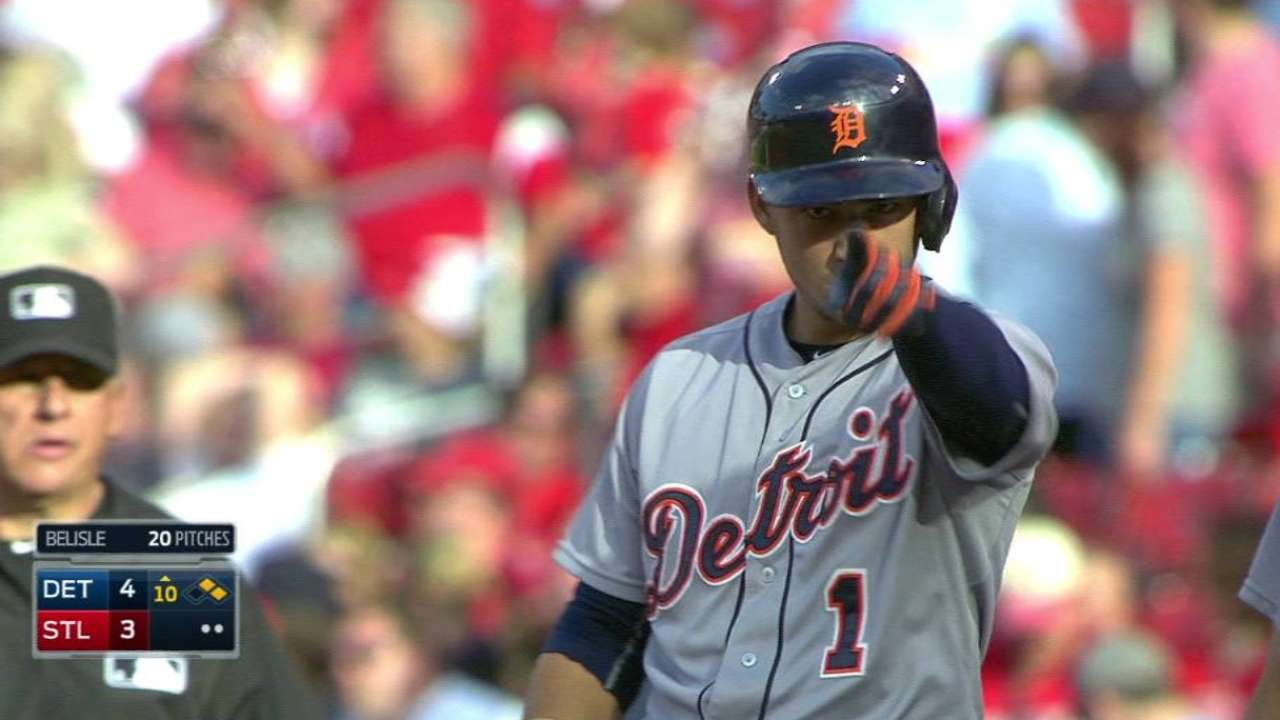Iglesias' single lifts Tigers over Cardinals in 10th