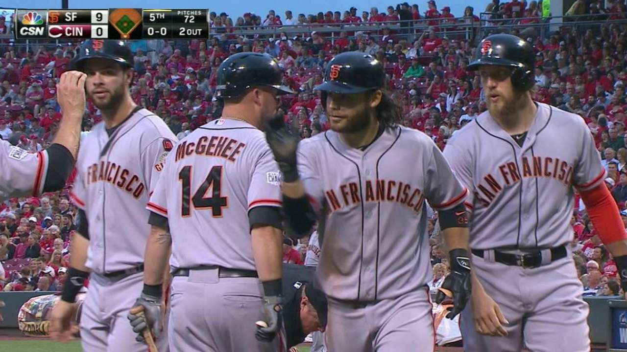 HRs, Pence's return spark Giants past Reds