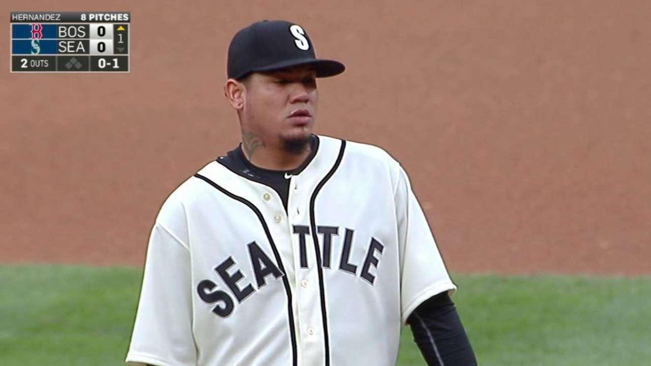 Sox and Mariners don throwbacks
