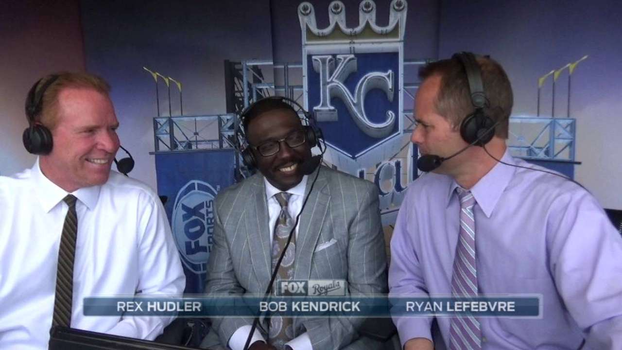 Royals, Yanks honor Negro Leagues, Banks