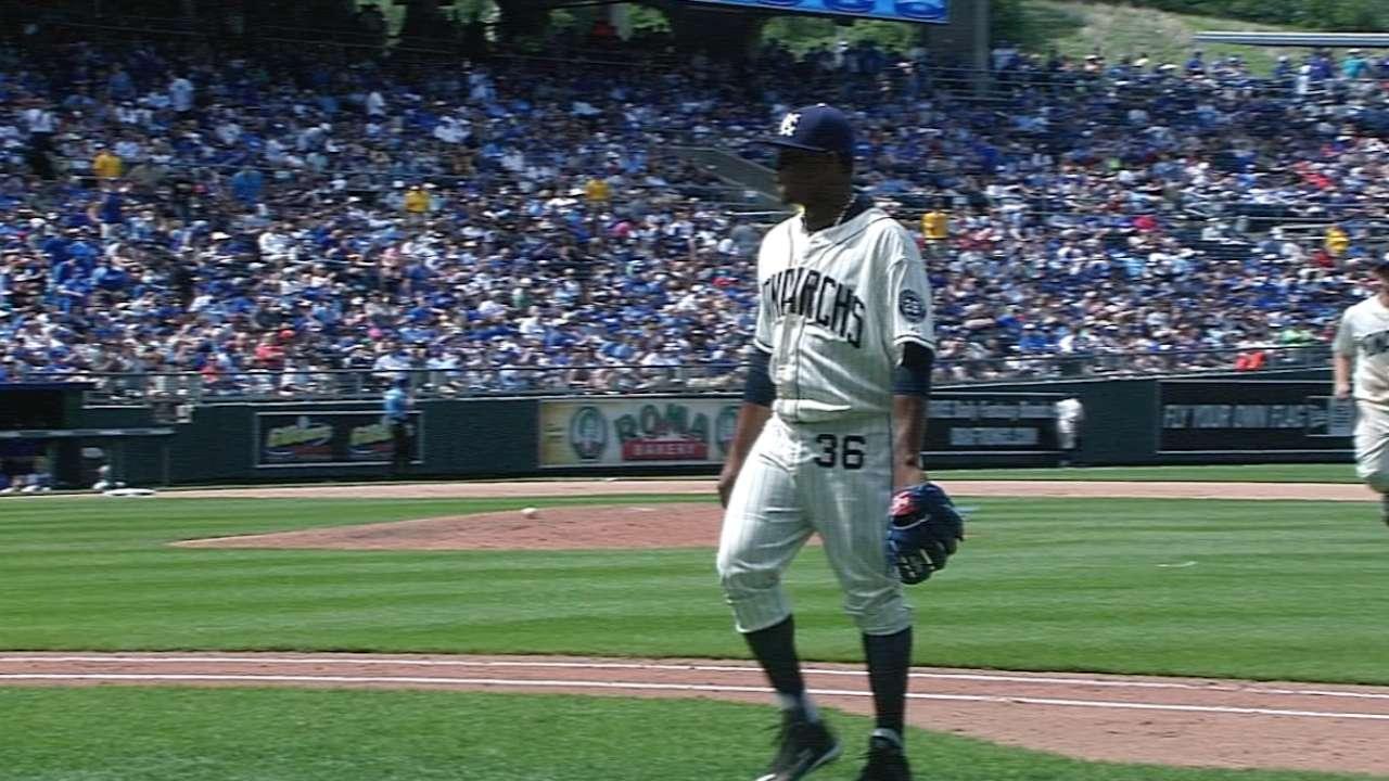 Vólquez luce y Reales pintan de blanco a Yankees