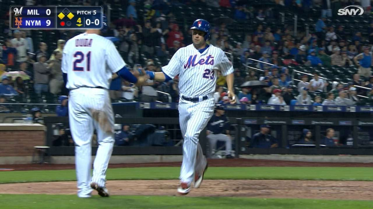 Mets ride 10-run inning to pour it on Brewers