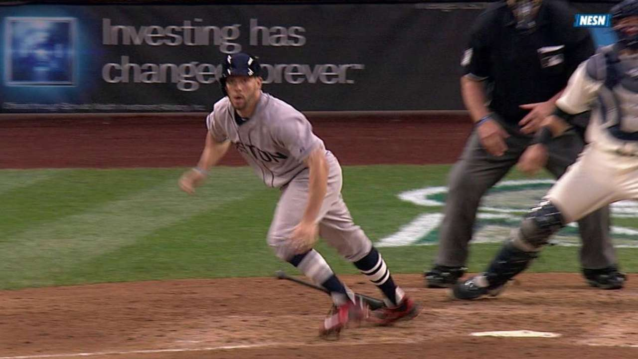 Porcello outduels Felix as Sox top Mariners