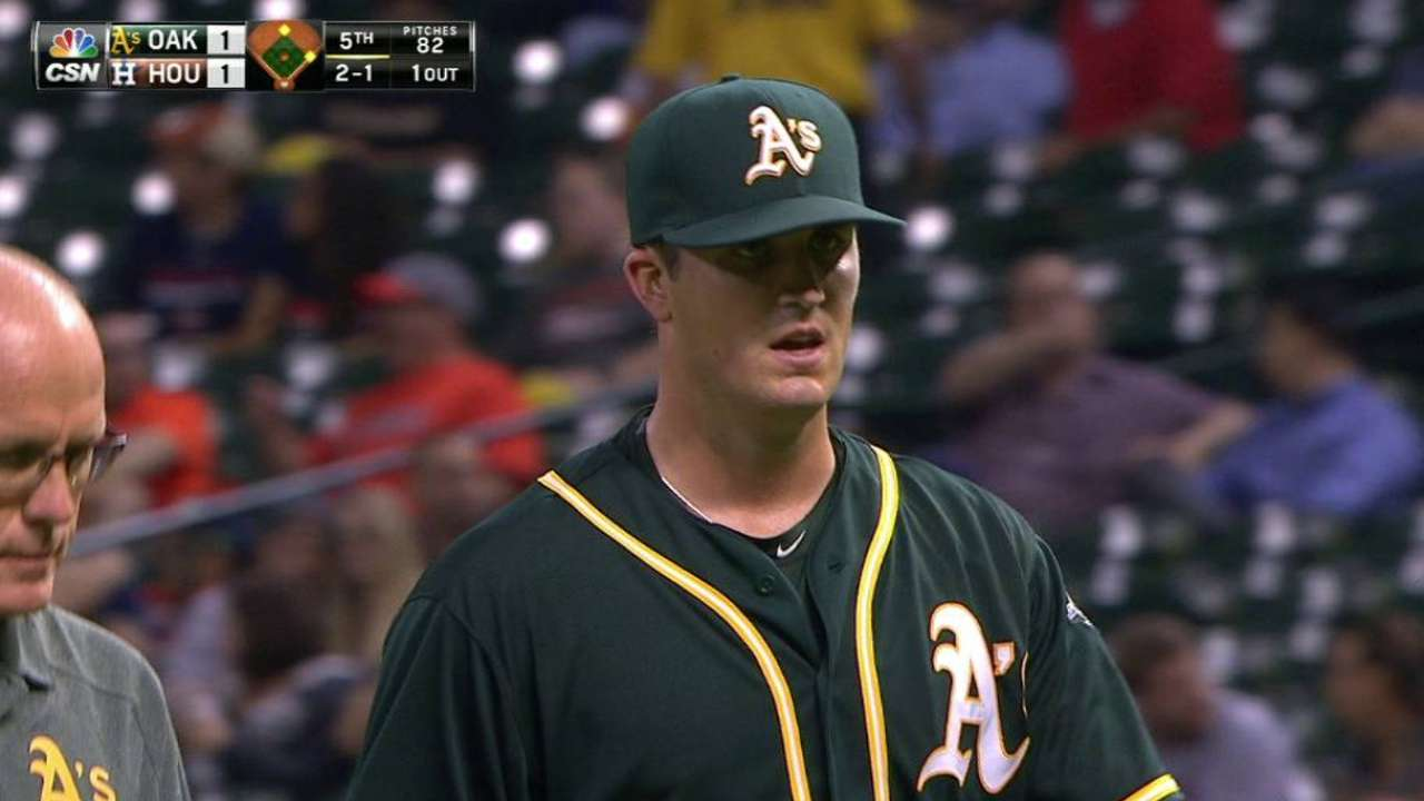 Pomeranz exits start with shoulder tightness