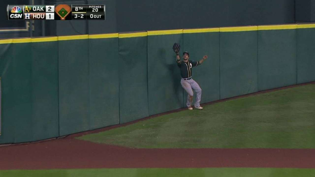 Fuld's incredible catch on hill