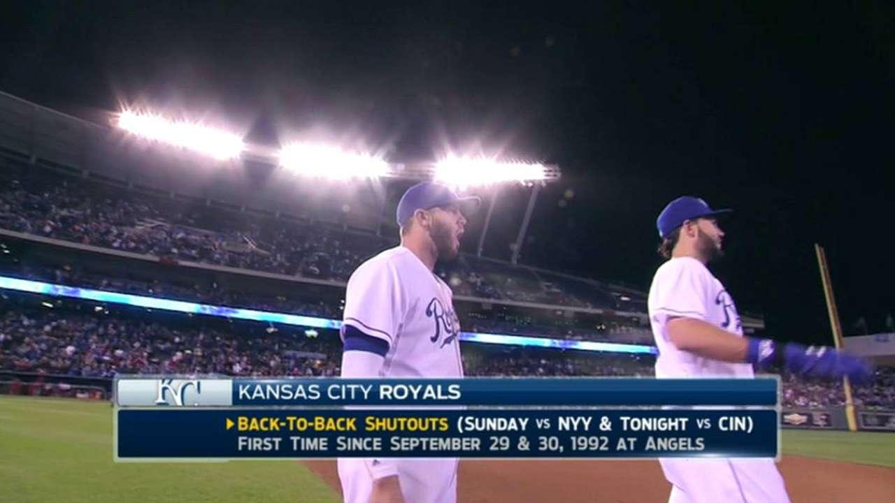 Davis earns save, Royals win