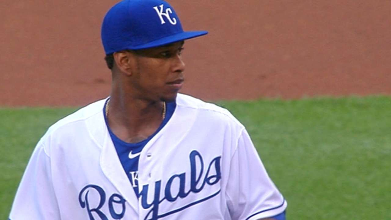Ventura outduels Cueto as Royals blank Reds