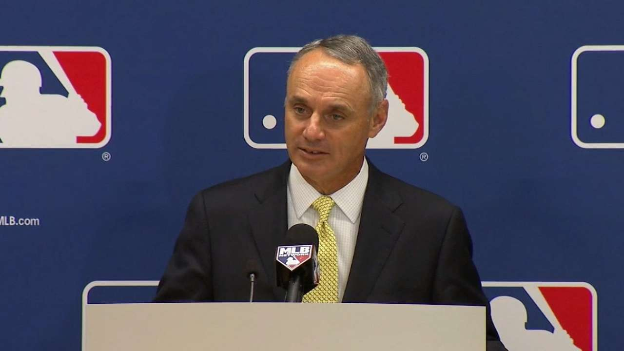 Manfred backs hiring of newest managers