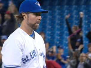 LAA@TOR: Dickey fans seven in complete game