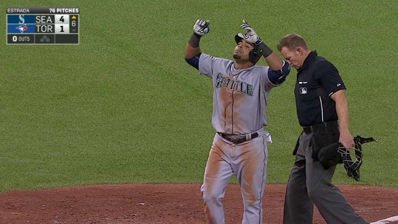 Mariners' bats give Felix room to top Jays