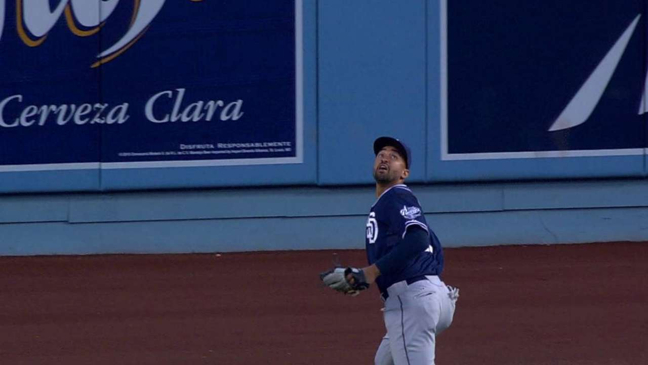 Kemp robs Ethier with nice grab