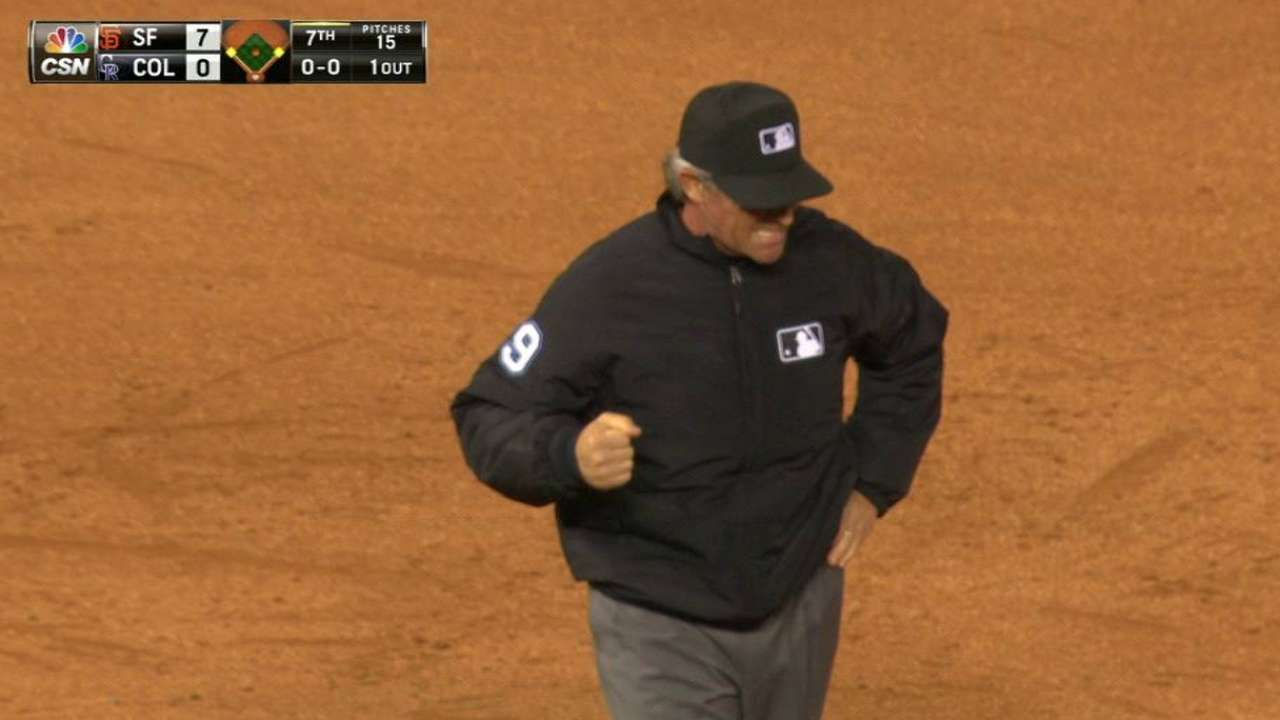 Umpire exits game after line drive hits hand