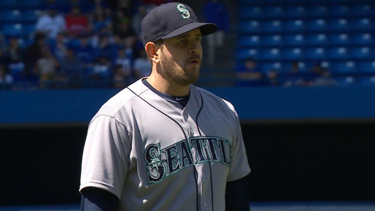 Paxton leads Mariners to series win over Blue Jays