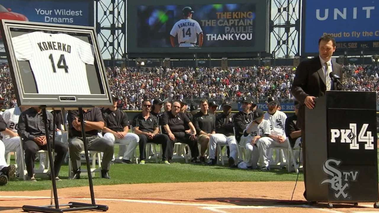 Entrance Konerko's final nod to fans in exit