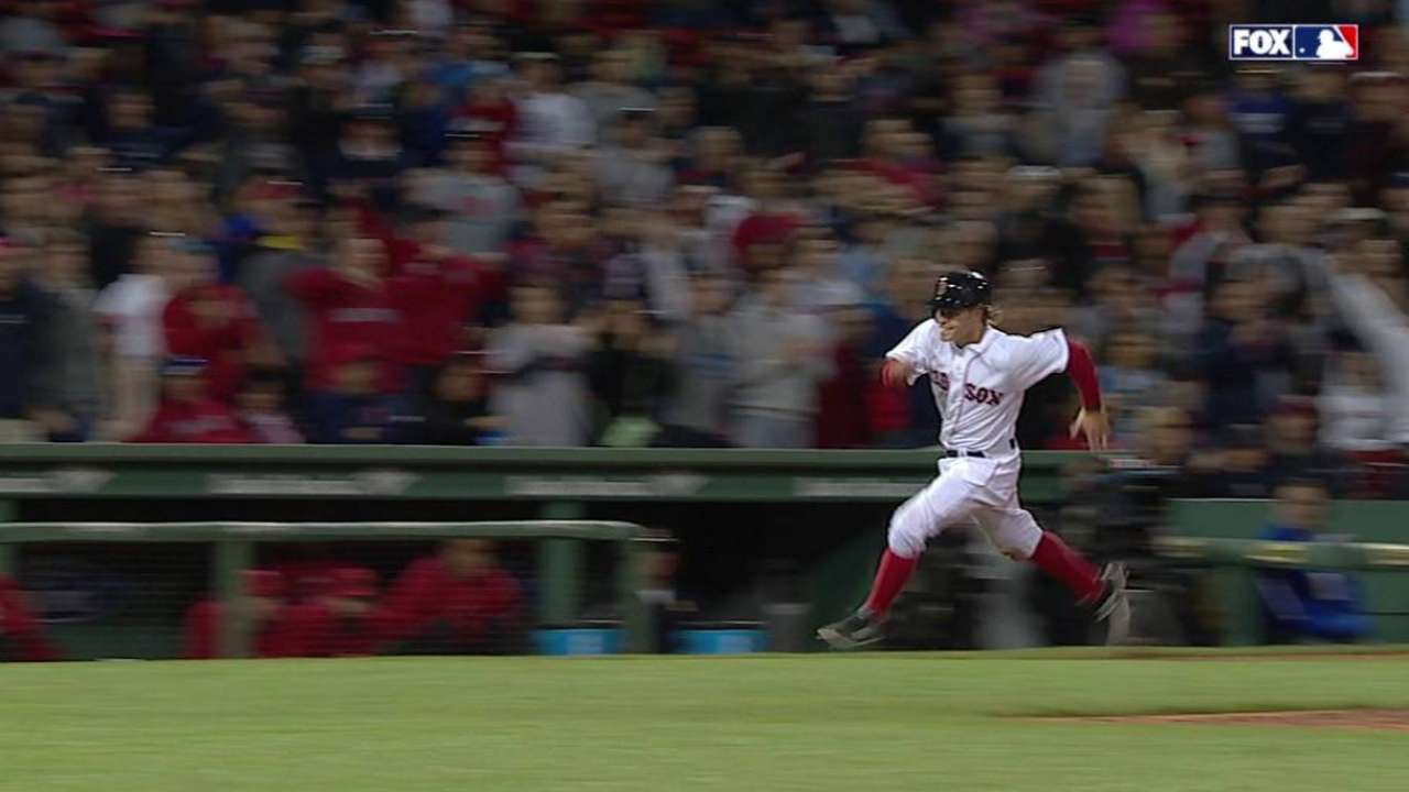 Holt dashes around bases on hit-and-run