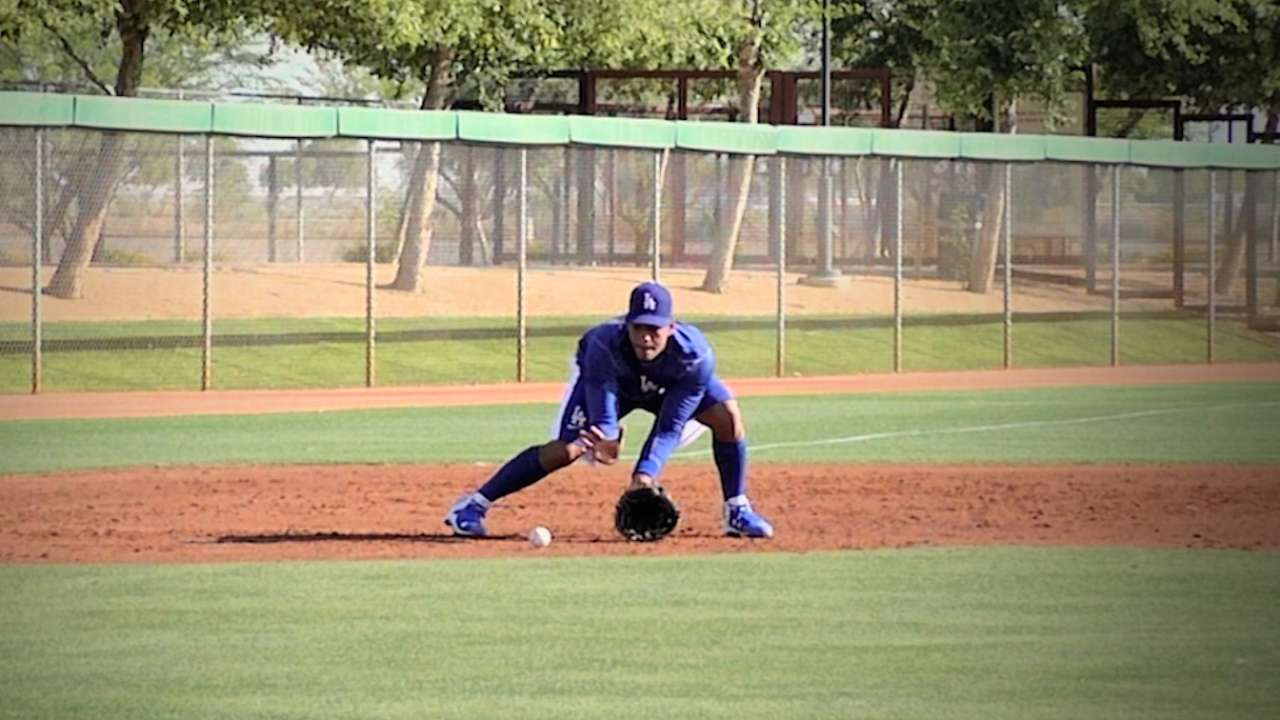Dodgers' Olivera visits big league clubhouse in Arizona