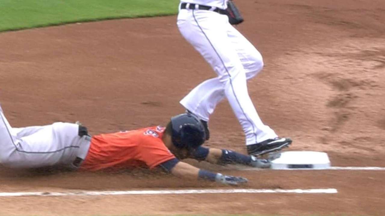 Gonzalez beats the throw