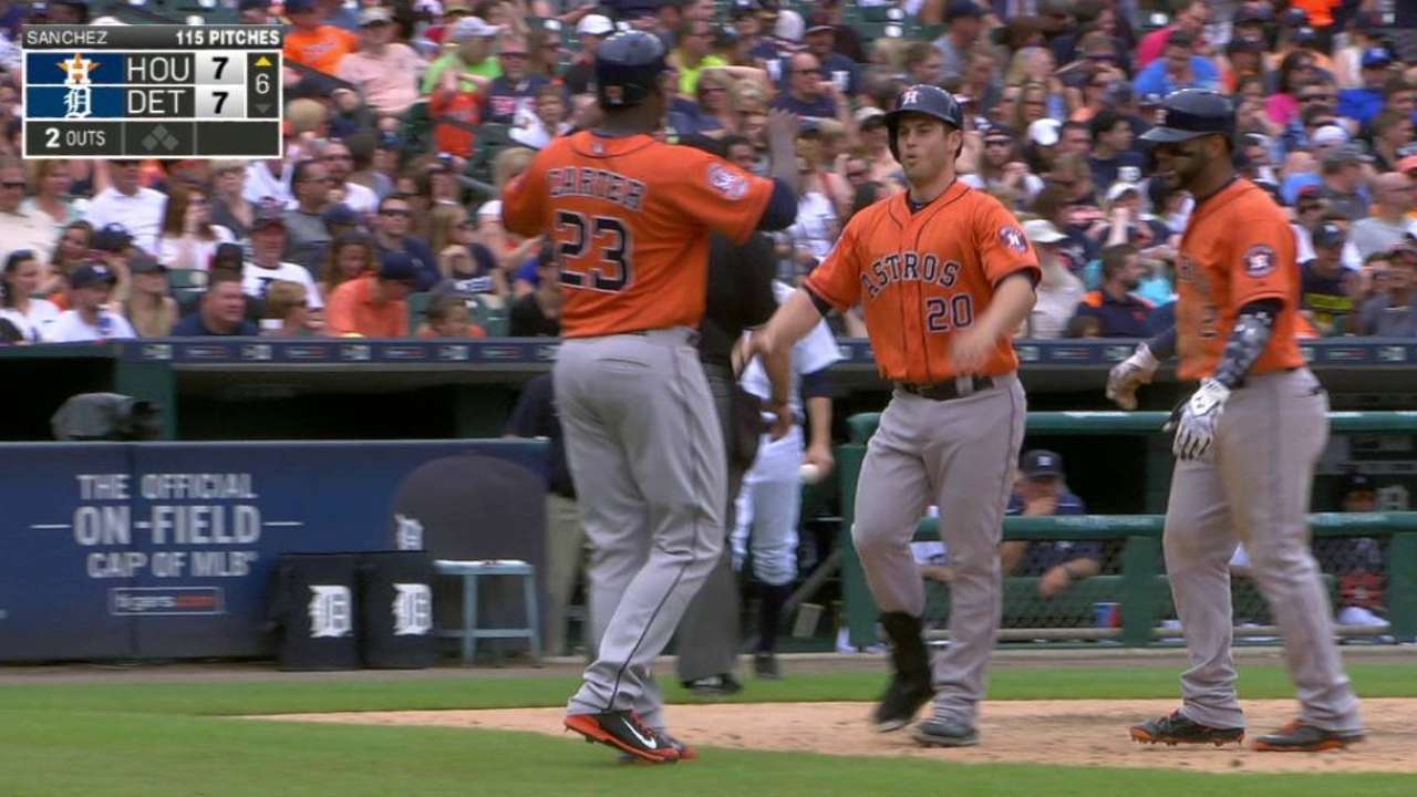 Tucker's game-tying homer
