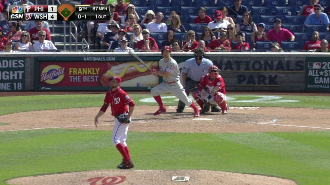 Phillies release outfielder Sizemore