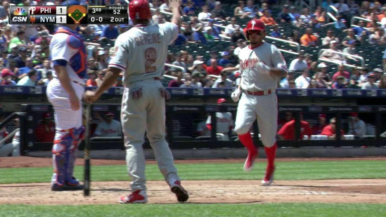 Phils can't hang on, fall in opener