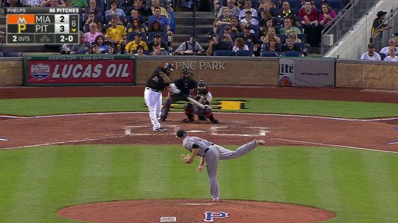 Alvarez shows off deep opposite-field power