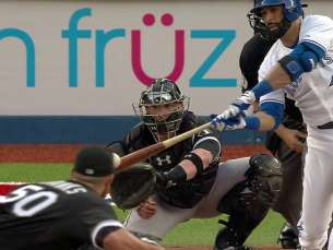 CWS@TOR: Bautista doubles in a pair for Blue Jays