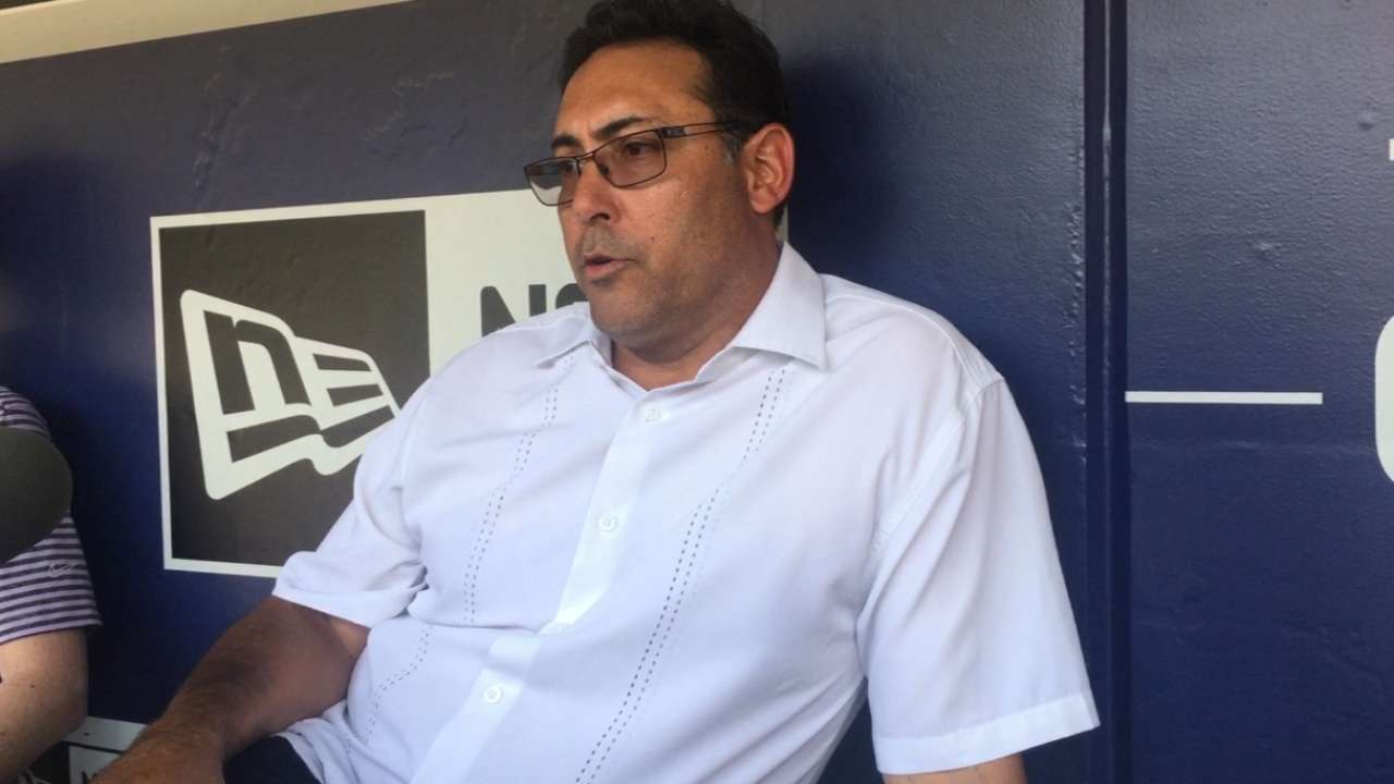 Amaro apologizes for comments about Phils fans