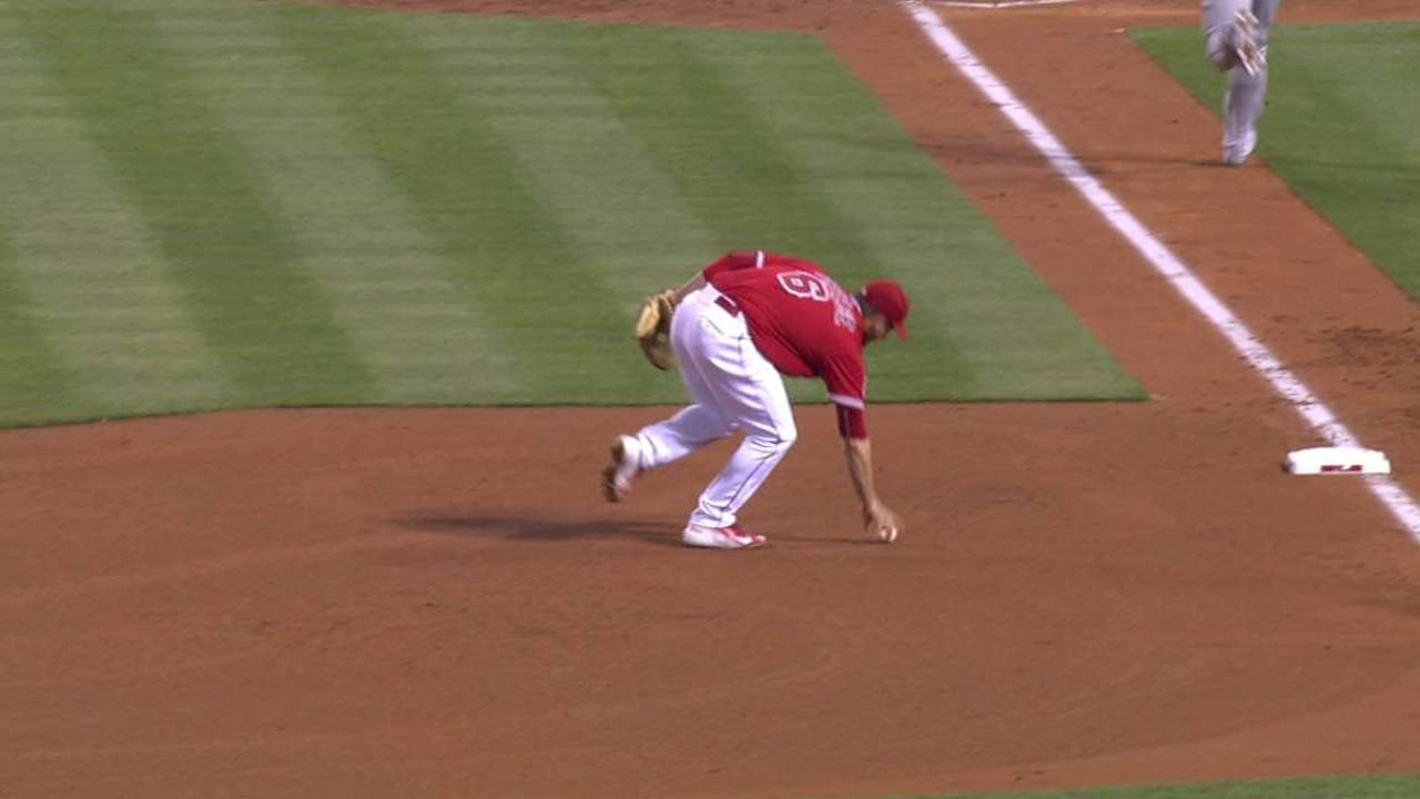 Shoemaker escapes the jam
