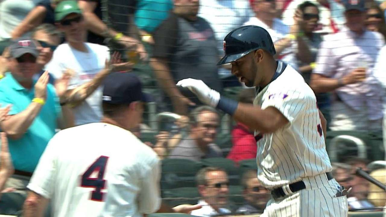 Twins sweep Red Sox, tied for first in AL Central