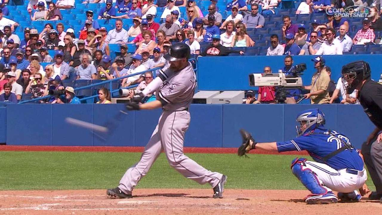 White Sox slip past Blue Jays in 10 innings