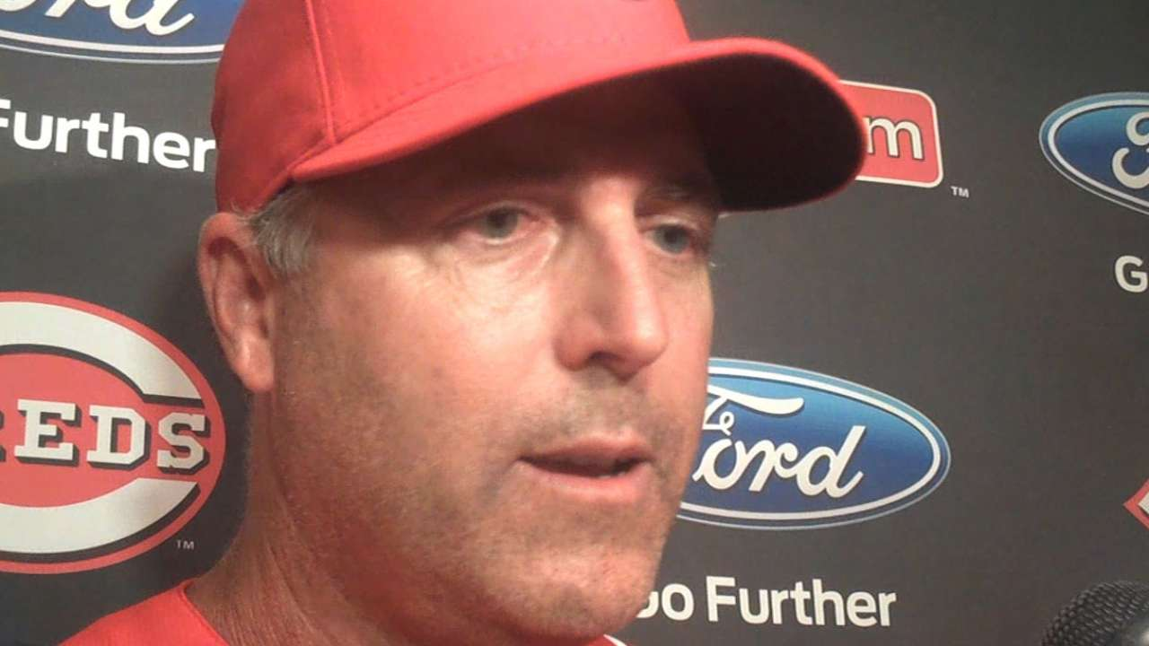 Price conducts team meeting after Reds' loss