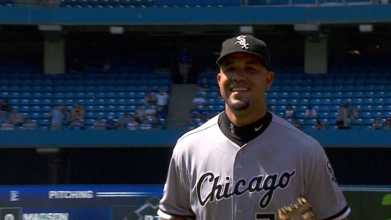 Abreu out 2nd straight game with finger injury