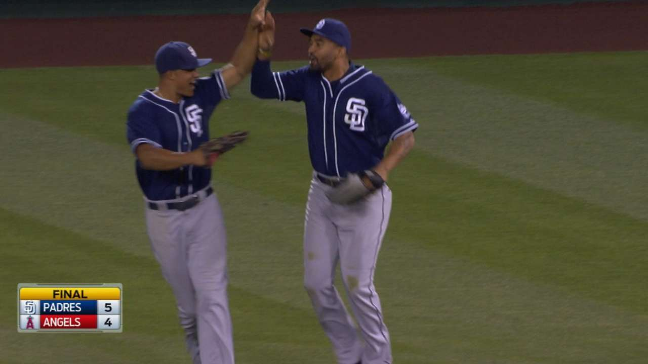 Padres cash in during 7th, win series vs. Halos