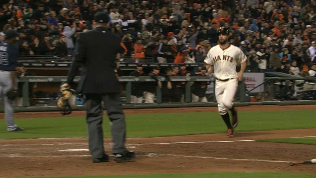 Giants' bats erupt in 8th