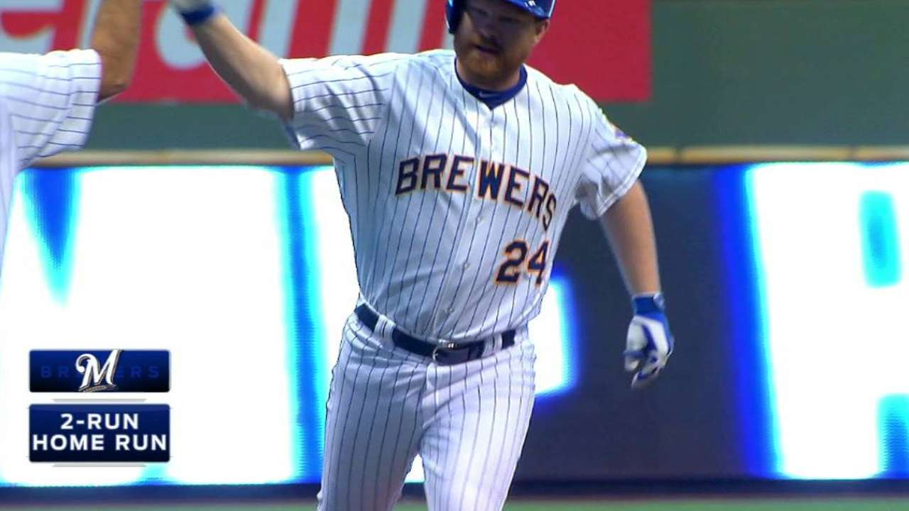 Lind's big night not enough for Brewers