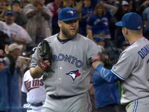 TOR@MIN: Buehrle retires Hunter for complete game