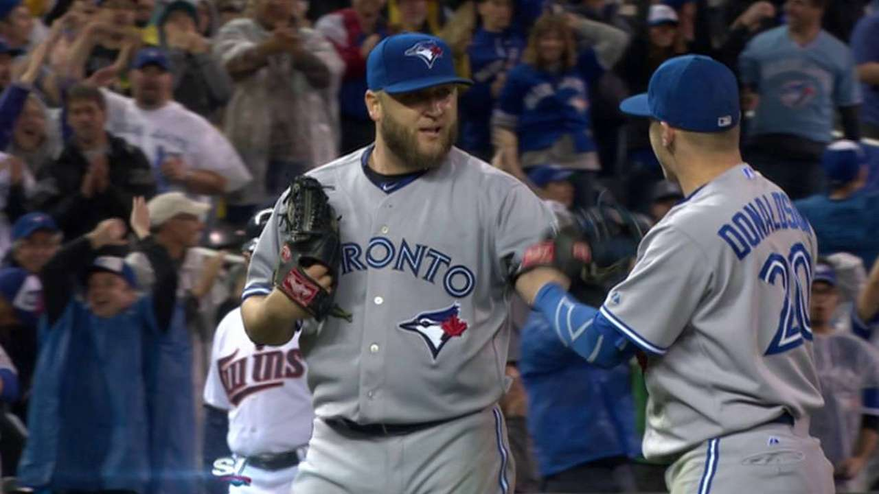 Buehrle goes the distance