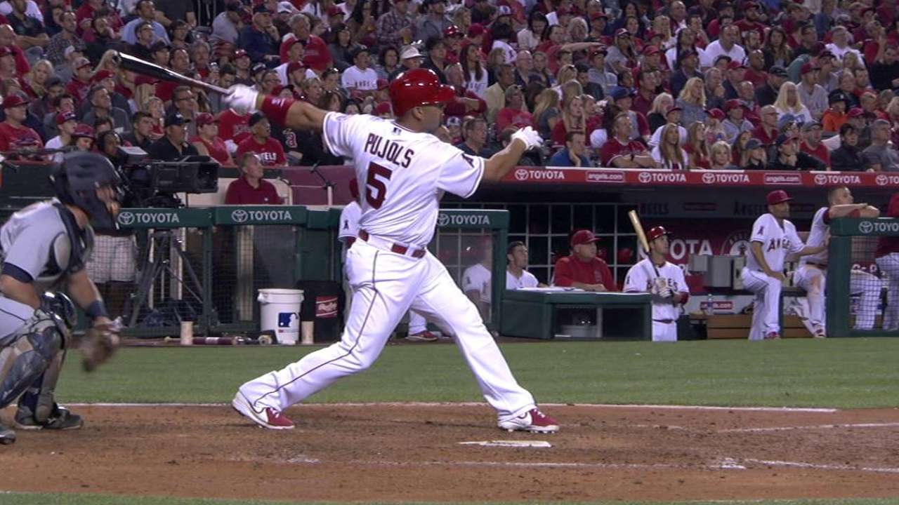 Pujols' homer backs Santiago in win over Tigers