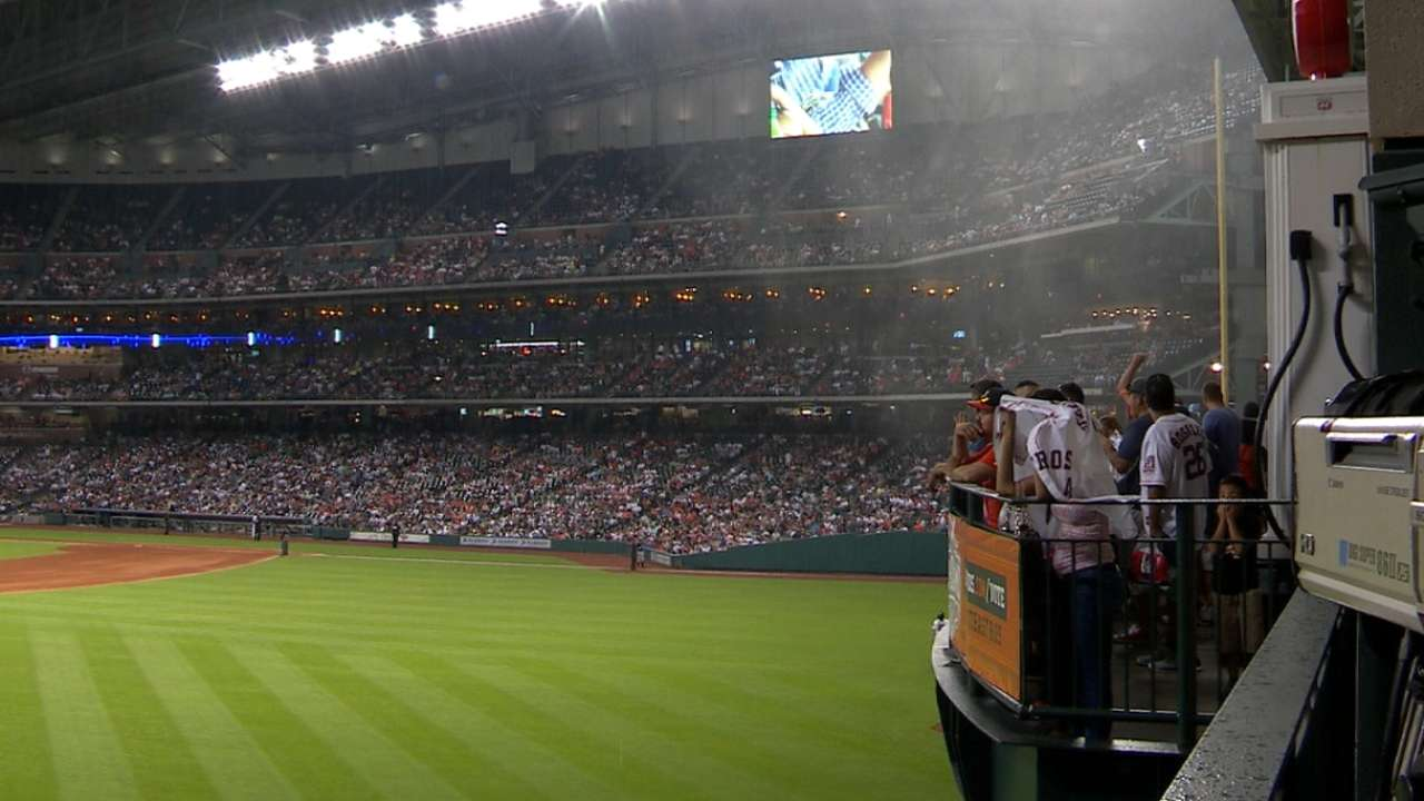 Astros keep park open for fans during storm
