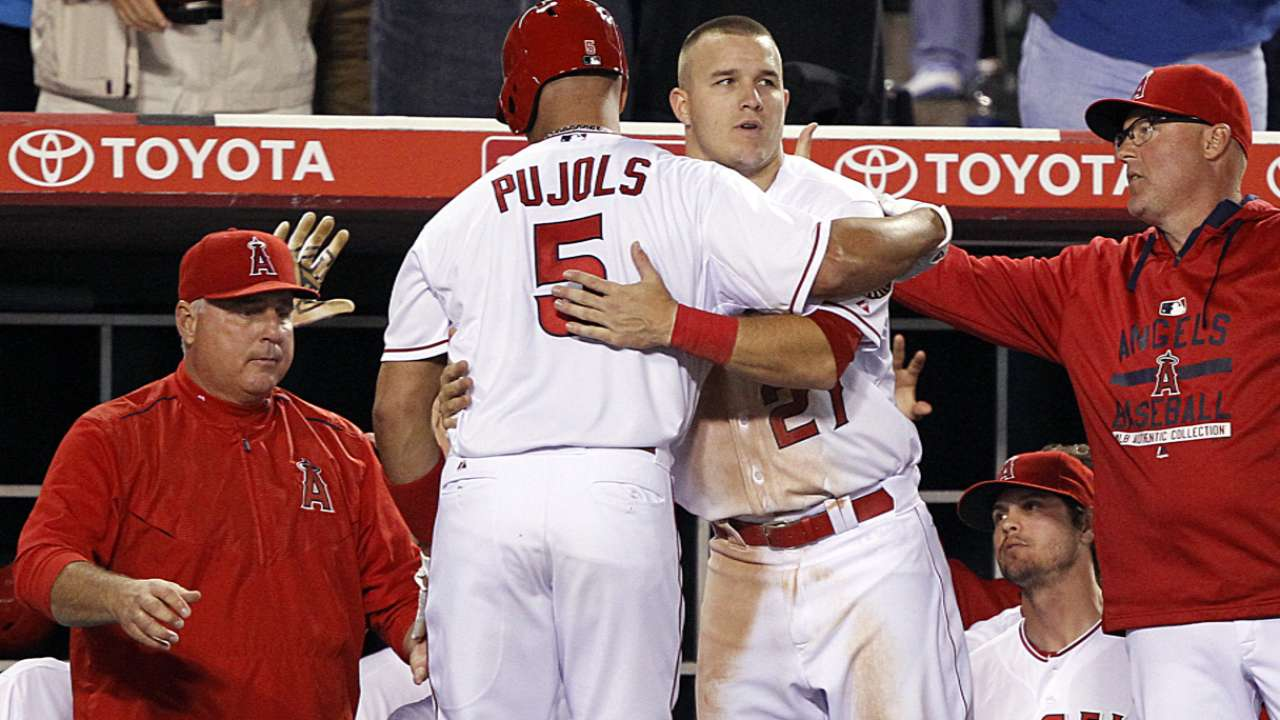 Angels hit 5 HRs to pull away from Tigers