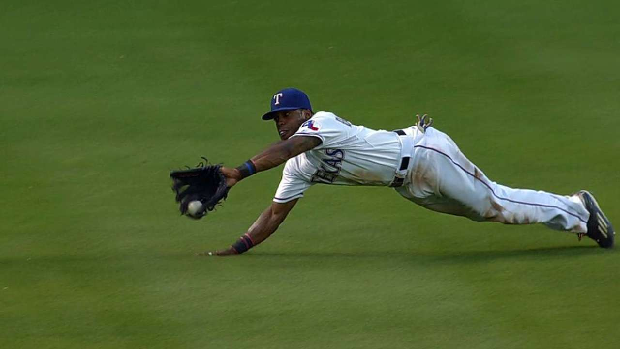 DeShields' diving catch