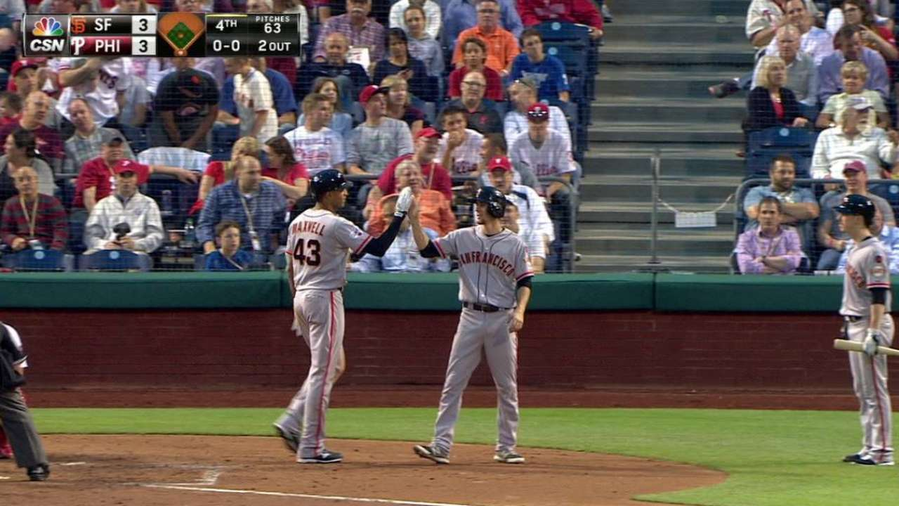 Giants put on power display against Phillies