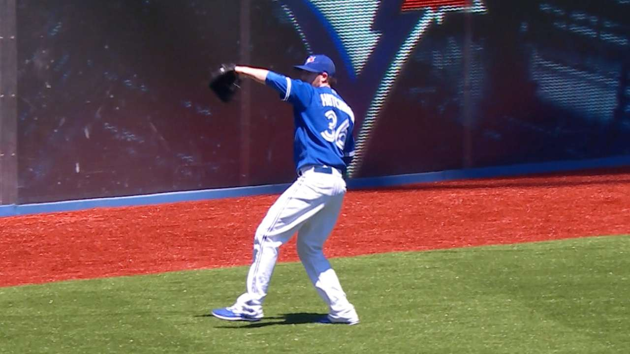 Hutchison doing his part for streaking Toronto